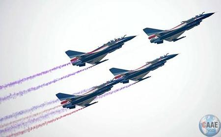马来西亚航展J10八一飞行表演